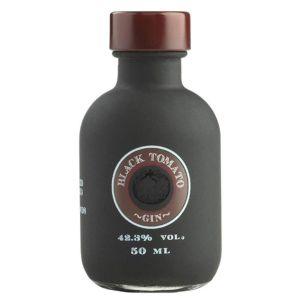 https://cdn.webshopapp.com/shops/286243/files/315032937/black-tomato-gin-mini-5cl.jpg